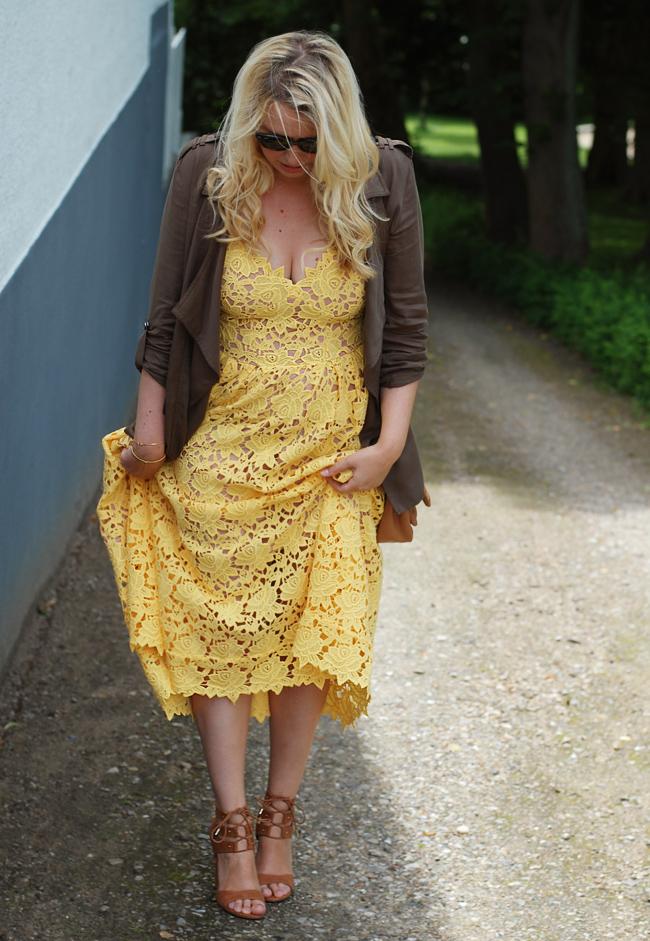 photo outfit-bryllup-gul-kjole-dress-yellow-lace-blonde-fra-hm-trend-missjeanett-blogger-mor-morblog-pimkie-jacket-army-call-it-sp_zpslhm5ciyo.jpg