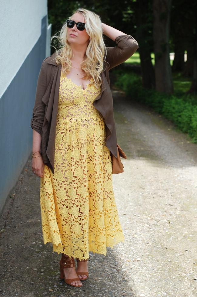 photo outfit-bryllup-gul-kjole-fra-hm-blonder-lace-dress-missjeanett-jeanett-drevsfeldt-blogger-fra-odense-pimkie-jakke-army-jacke_zpswiks73hs.jpg