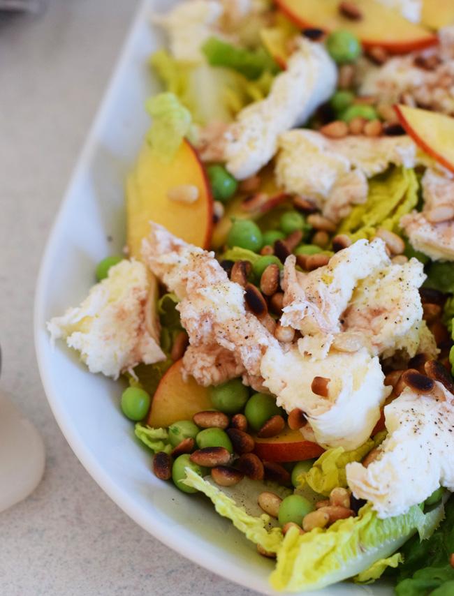 photo salat-sommersalat-med-nektariner-pinjekerne-romainsalat-friske-arter-dansk-dressing-opskrift-perfekt-god-til-grill-missjeane_zpsdr3aapfq.jpg
