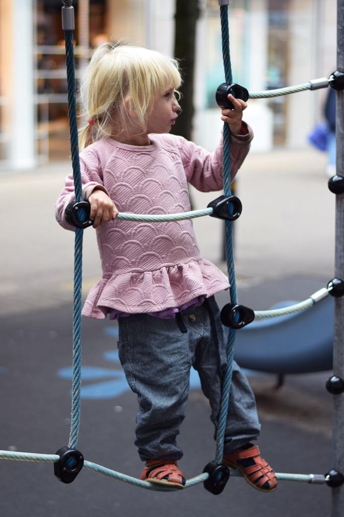 photo weekend-legeplads-i-odense-bedste-nameit-bluse-missjeanett-wheat-bukser_zpsnignkwiw.jpg