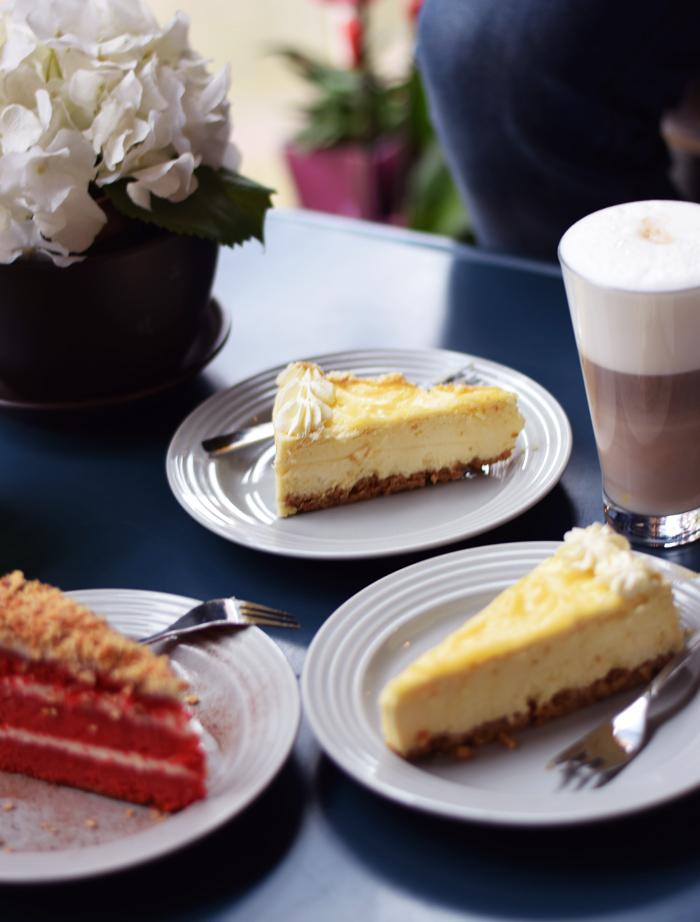 photo weekend-mahis-cabin-cheesecake-i-odense-bedste-missjeanett-canadisk-canadian-red-velvet-opskrift_zpsj5w0rfaa.jpg