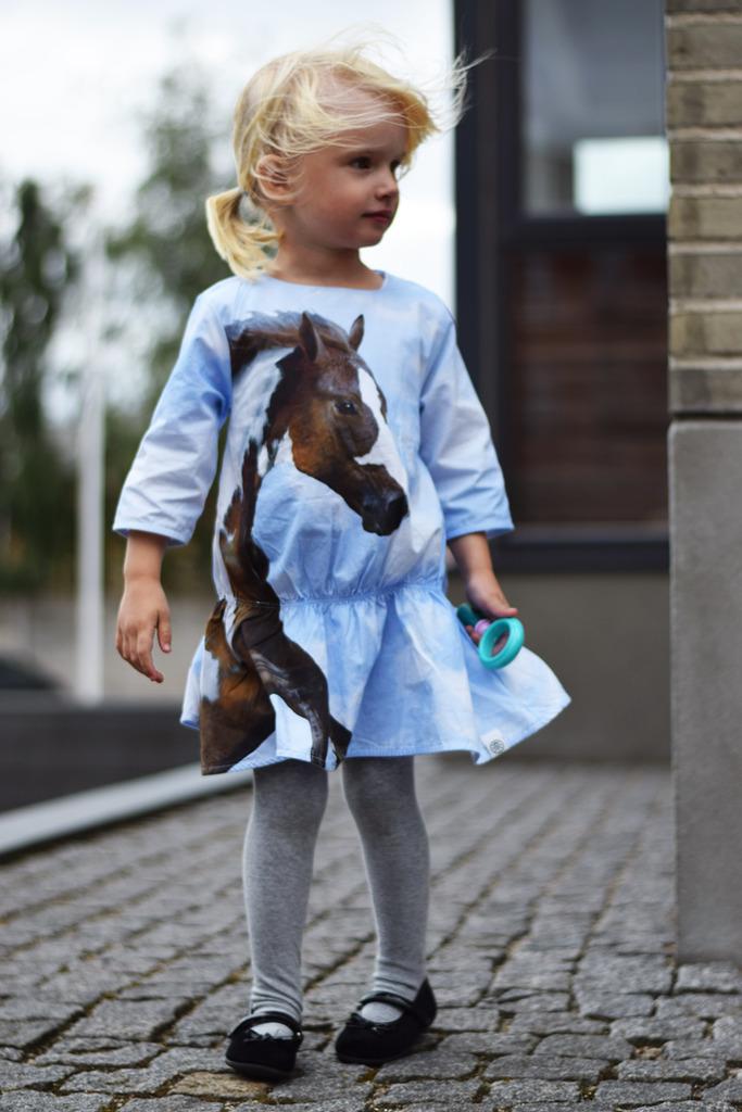 photo weekend-navngivning-molo-hestekjole-kjole-dress-horse-print-missjeanett-kavat-sandaler-fine-sko_zpsx6pabvbu.jpg
