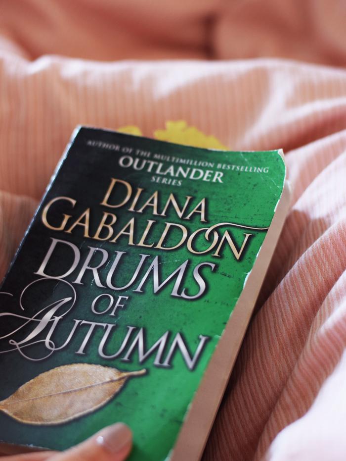 photo weekend-outlander-drums-of-autumn-cover-paperback-missjeanett-blogger-serie-diana-gabaldon_zps5oyigvzy.jpg