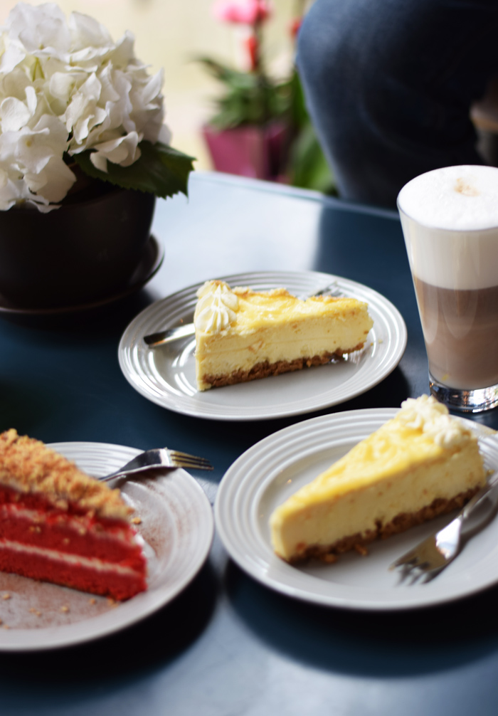photo mahis-cabin-odenses-bedste-cheesecake-i-byen-red-velvet-kage-cake-cafe-guide-missjeanett_zps4ky4mmjv.jpg