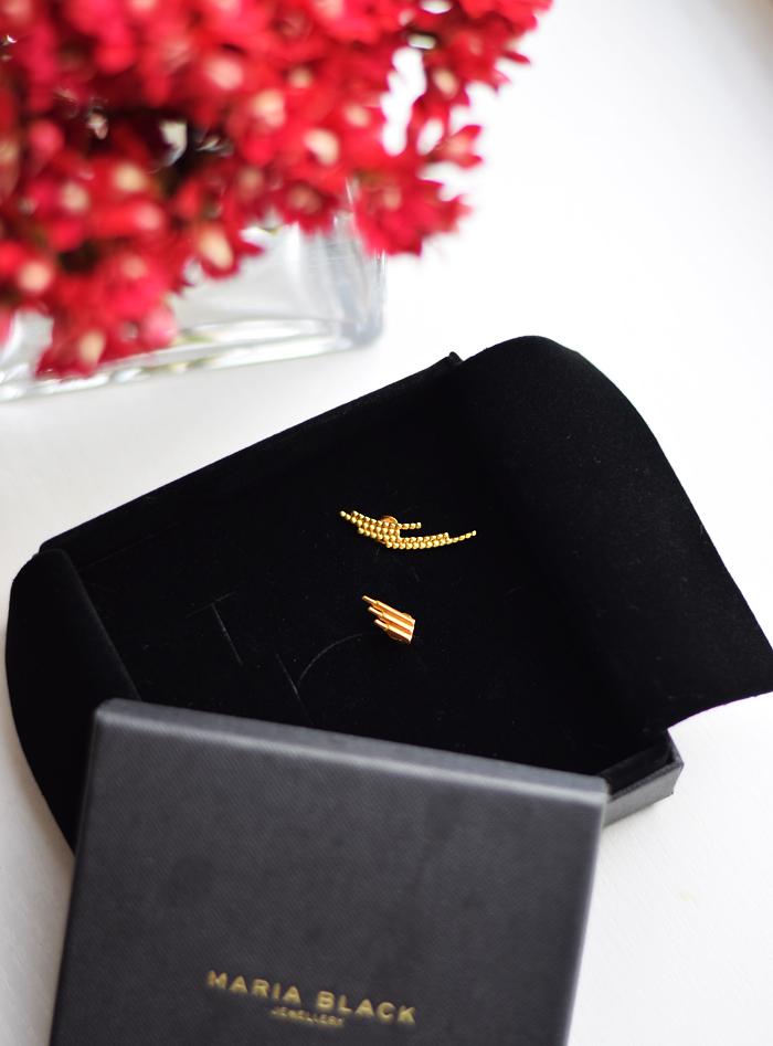 maria-black-earring-gold-guld-crescent-siren-missjeanett-smykker-jewlry