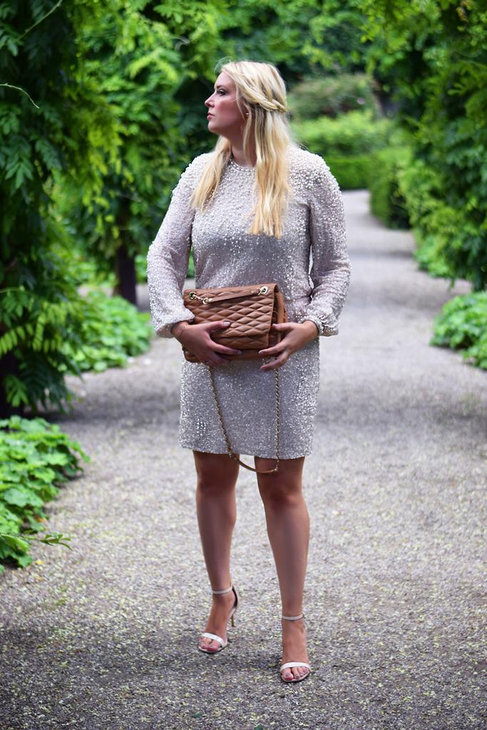 photo outfit-missjeanett-sosters-bryllup-sabrina-dkny-gansevoort-taske-bag-asos-premium-perlekjole-kjole-med-perler-frederiksberg-_zpstcav8wvm.jpg