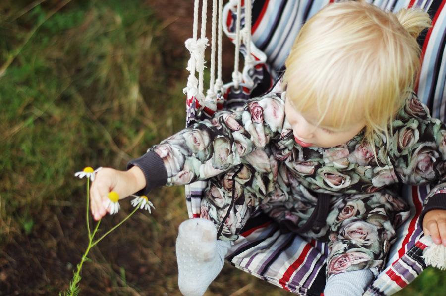 photo bella-pompdelux-sverige-eskilstuna-sweden-sommerhus-odegaard-sommer-sweatshirt-vil-kun-have-et-barn-hvor-mange-born-skal-du-_zpszkrebkt6.jpg