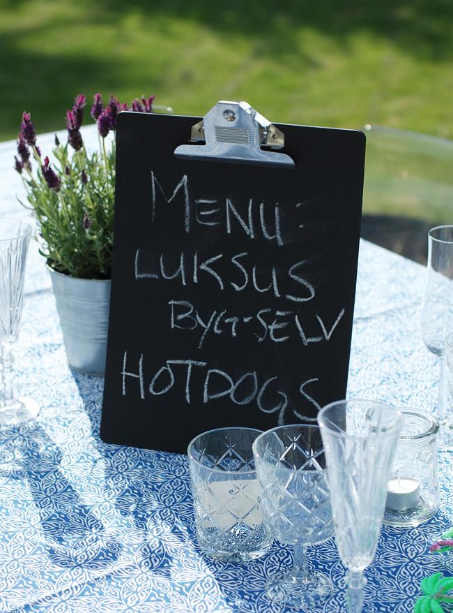 photo havefest-ikea-byg-selv-hotdogs-glas-vinglas-vand-menukort-clipboard-lavendel-blomster-fra-dug-missjeanett-blogger-odense-som_zpseljciex4.jpg