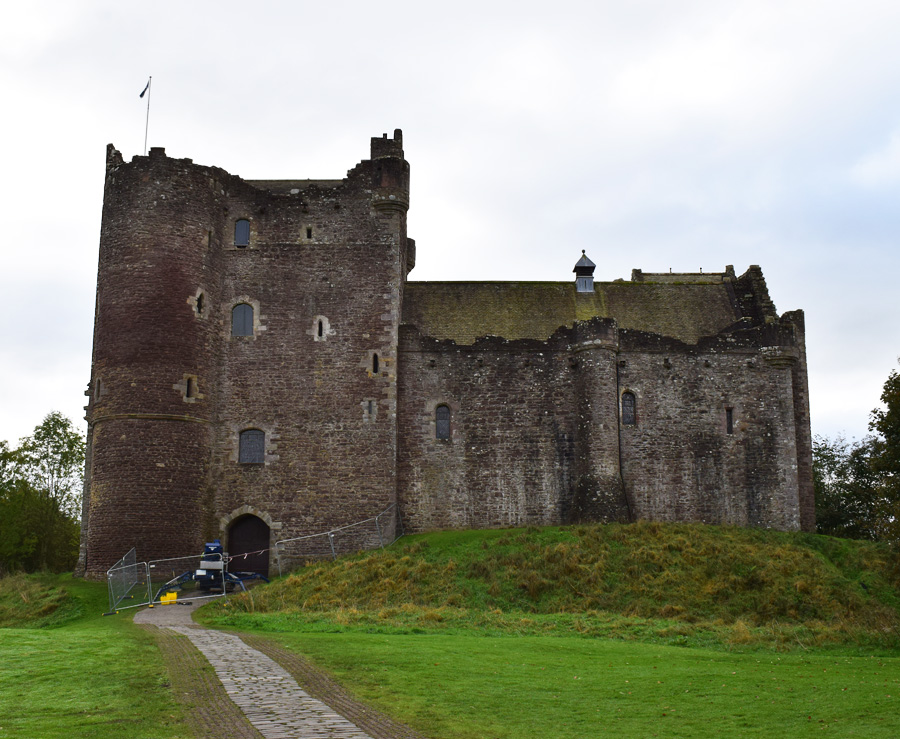 doune-castle-leoch-outlander-scotland-skotland-missjeanett-blogger-filming-locations-where-visit-route-series-clan-mckenzie-home-of