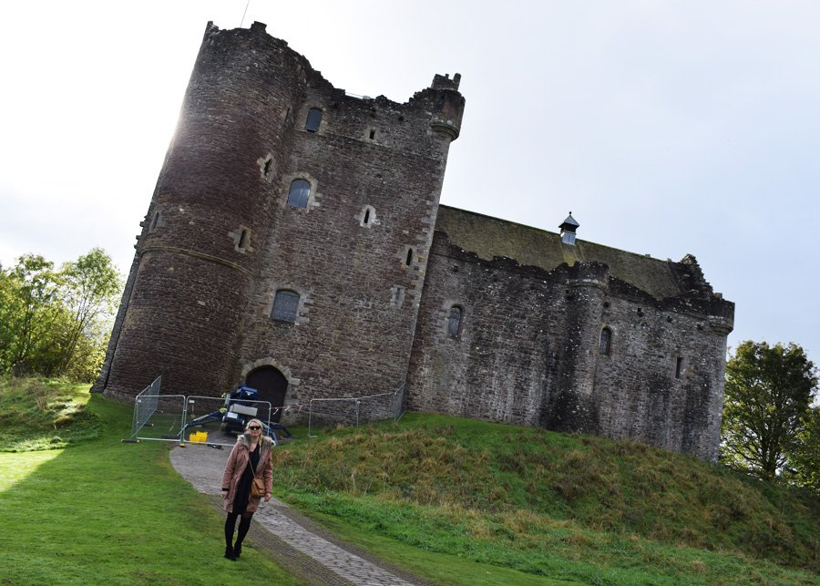 doune-castle-leoch-in-outlander-home-to-clan-mckenzie-collum-missjeanett-blogger-filming-locations-in-i-tv-serie-skotland-scotland-visit-starz