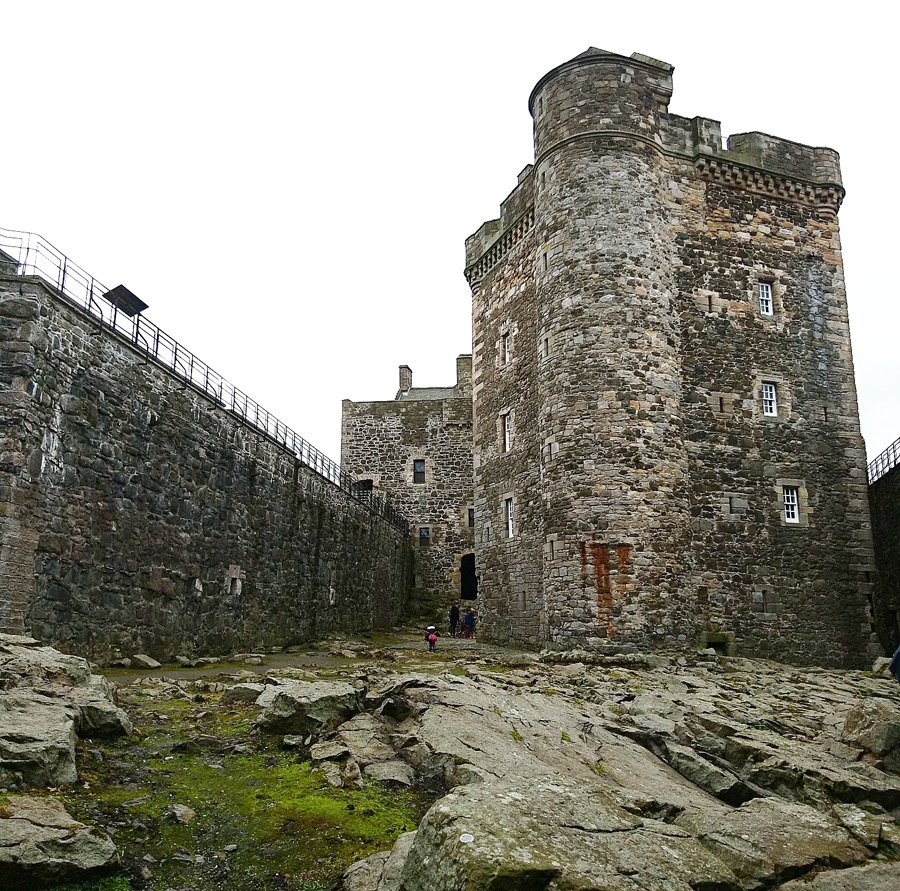 blackness-castle-fort-william-where-jamie-is-flogged-flogging-in-outlander-tv-series-scotland-skotland-missjeanett-blogger