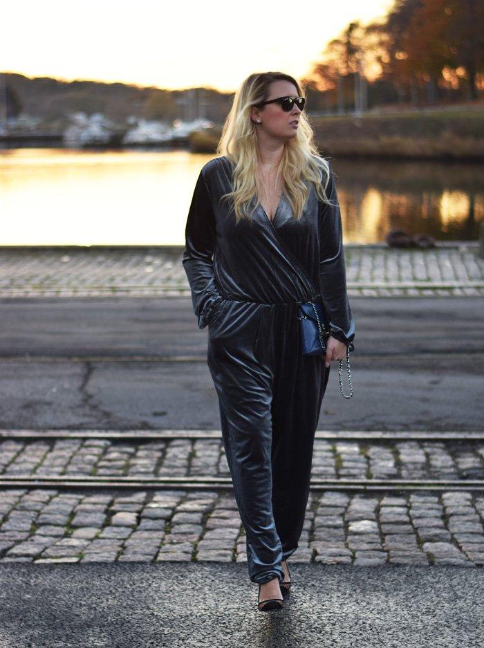 outfit-velour-buksedragt-gra-velvet-jumpsuit-playsuit-missjeanett-jeanett-drevsfeldt-blogger-paper-dolls-shoes