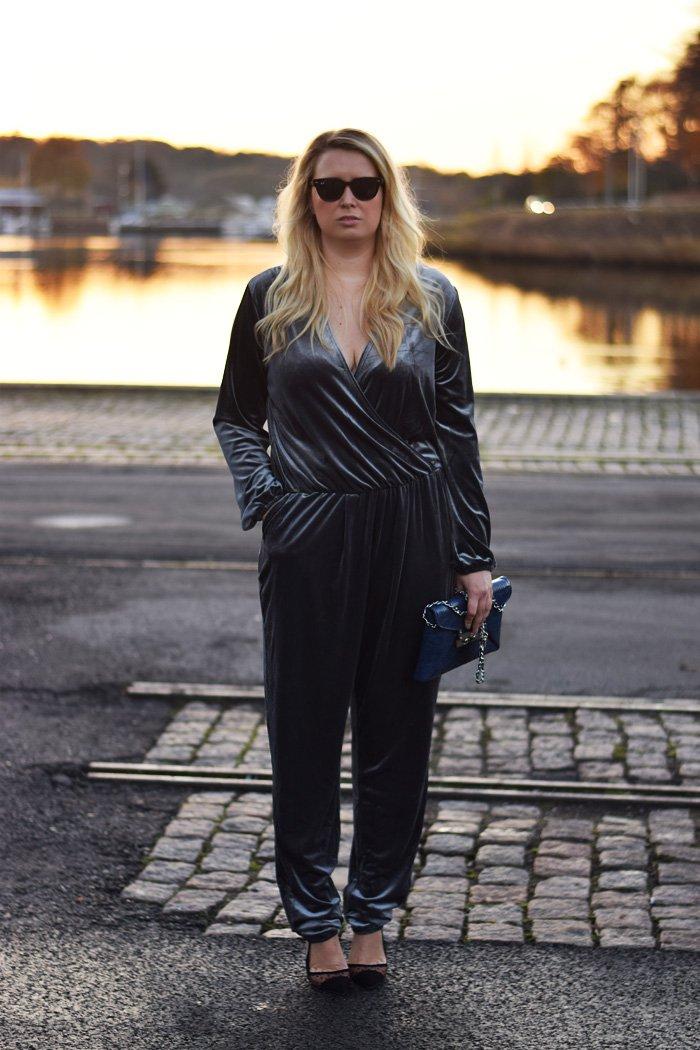 outfit-velour-buksedragt-playsuit-jumpsuit-missjeanett-odense-havn-blogger-fra-soft-waves-hair-style-leowulff