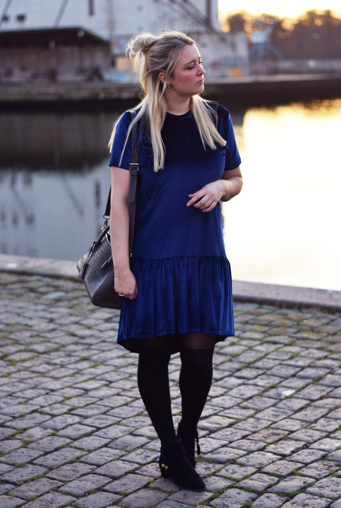 outfit-milk-it-dress-kjole-velvet-velour-missjeanett-blogger-odensebloggers-leowulff-bag-grey