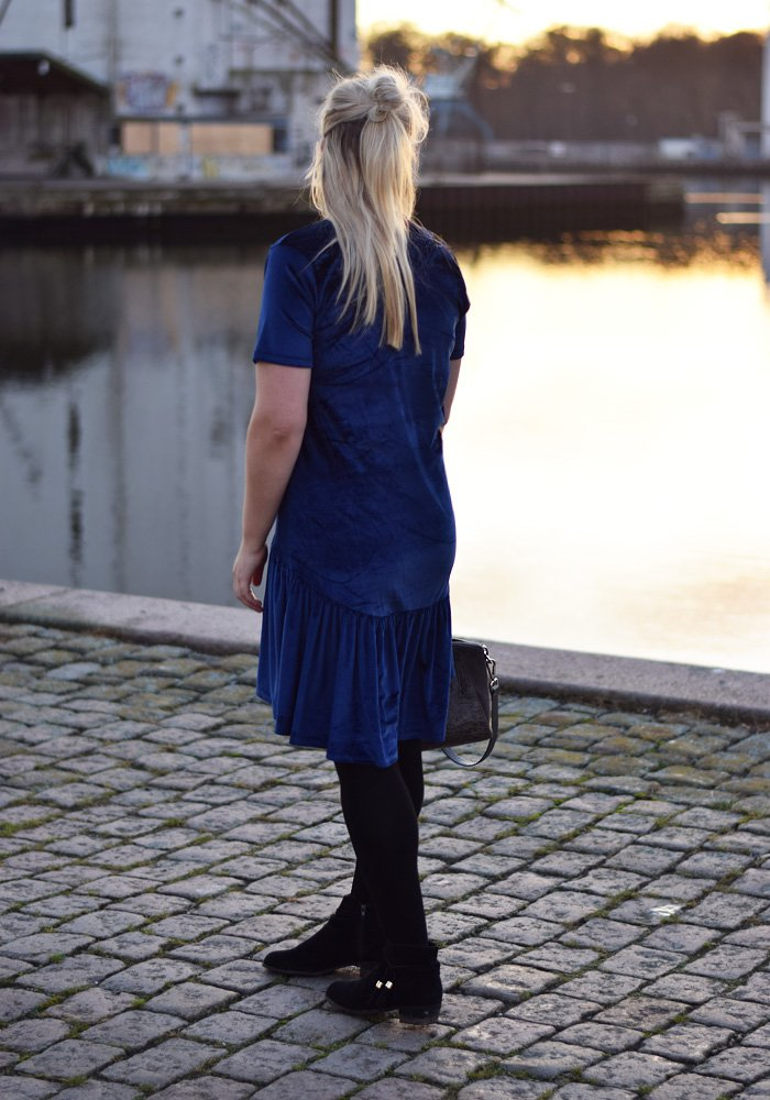 outfit-milk-it-dress-drop-waist-velvet-blue-missjeanett-blogger-odense