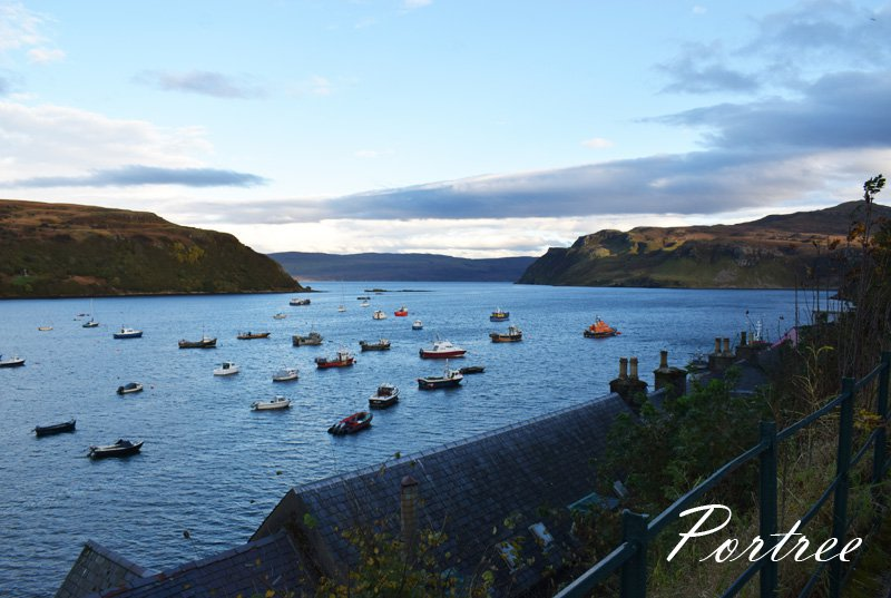 portree-isle-of-skye-harbour-view-havn-udsigt-hotel-missjeanett-road-trip-i-skotland-in-scotland