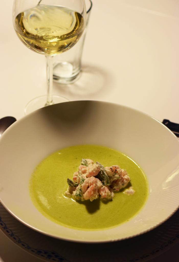 lillejuleaften-gron-aspargessuppe-med-rejer-rygeost-meyers-almanak-kogebog-missjeanett-blogger