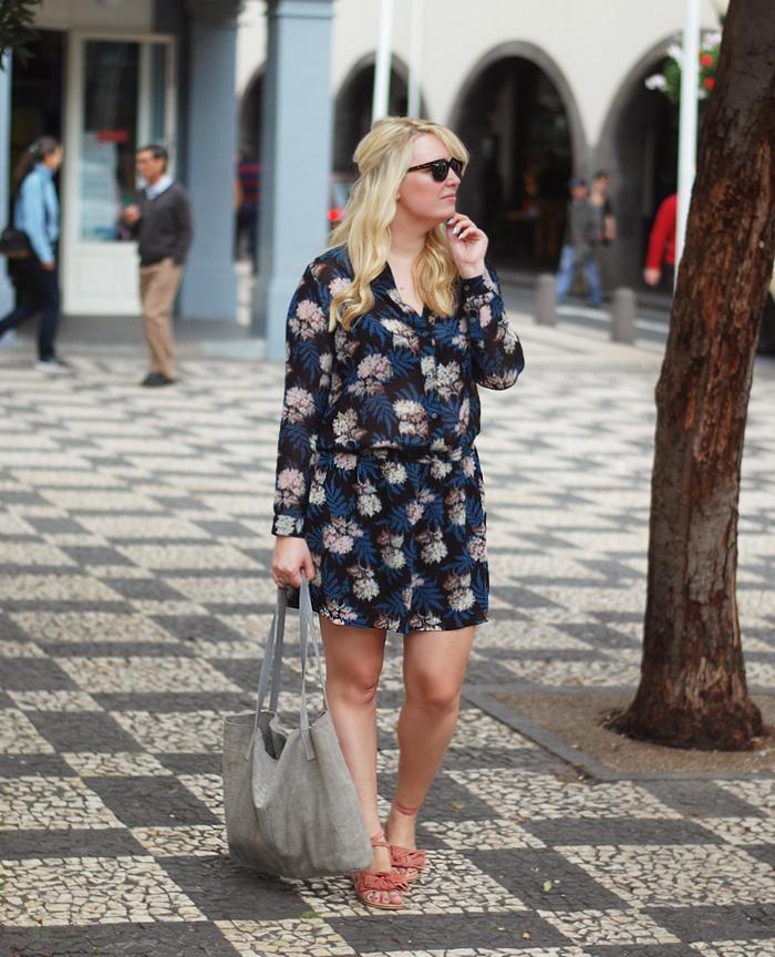 outfit-ganni-georgette-dress-kjole-udsalg-asos-suede-bag-taske-grey-tote-stor-missjeanett-drevsfeldt-blogger-madeira-funchal-plads-ferie-sandaler-ruskind-ghd-curve-wand
