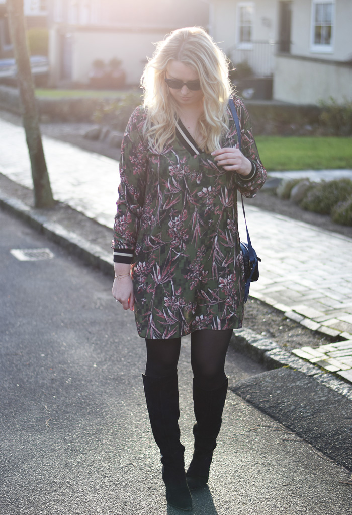 outfit-tropical-print-satin-shift-dress-asos-tall-collection-kollektion-gestuz-boots-leowulff-parker-bag-flower-tropisk