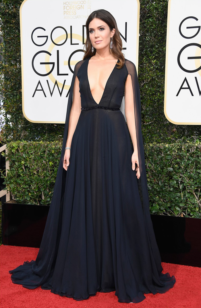 mandy-moore-2017-golden-globes-naeem-khan