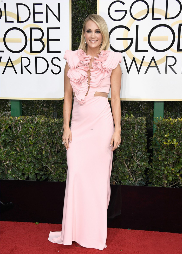 carrie-underwood-pink-golden-globe-dress-irish-serban-dress-kjole