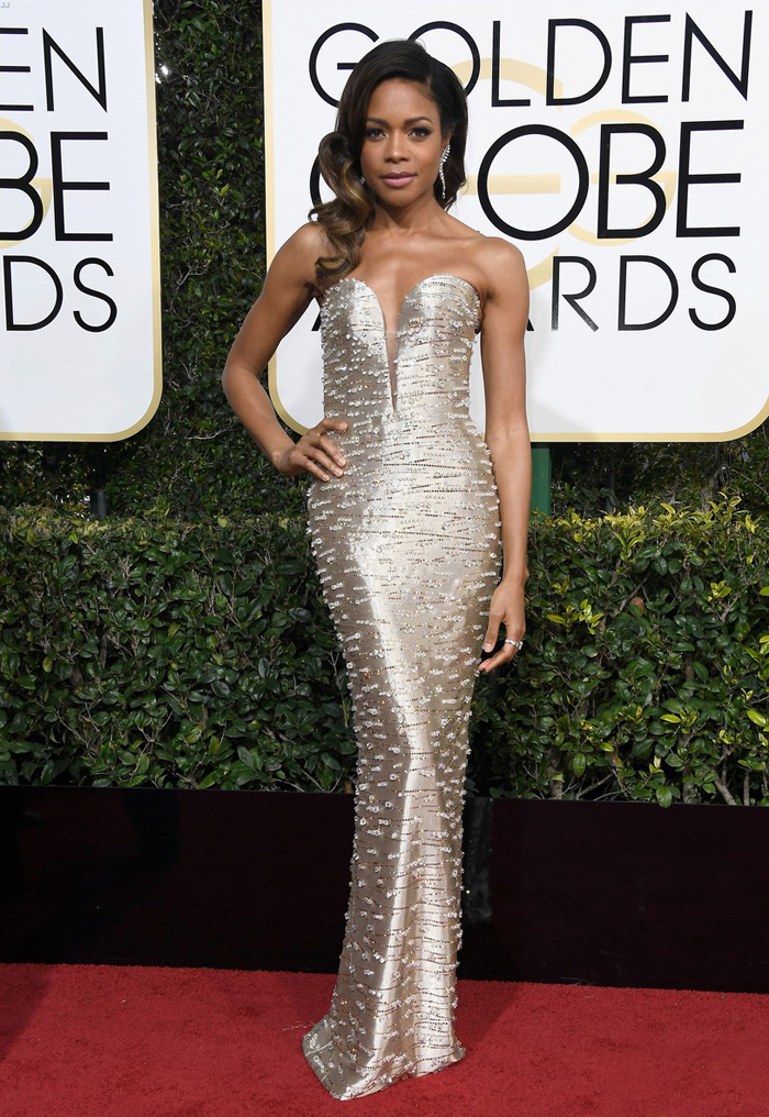 naomie-harris-moonlight-golden-globes-2017-armani-couture-gold-dress