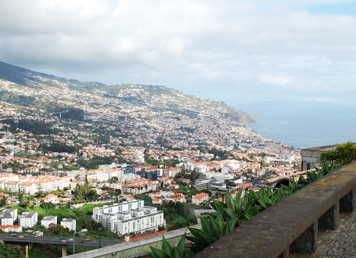 funchal-by-town-madeira-view-udsigt-udkigspost-over-portugal-med-spies-pico-dos-barcelos-missjeanett