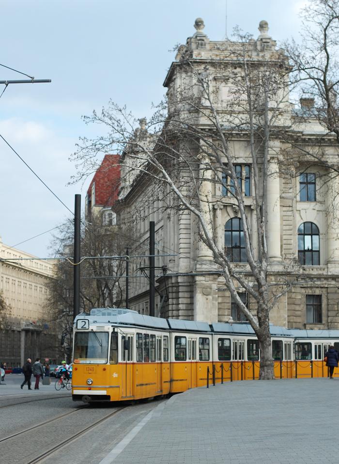 budapest-city-guide-sporvogne-train-missjeanett-tips-til-med-barn-familietur-blogger-travelblogger-iamtb-jeanett-drevsfeldt