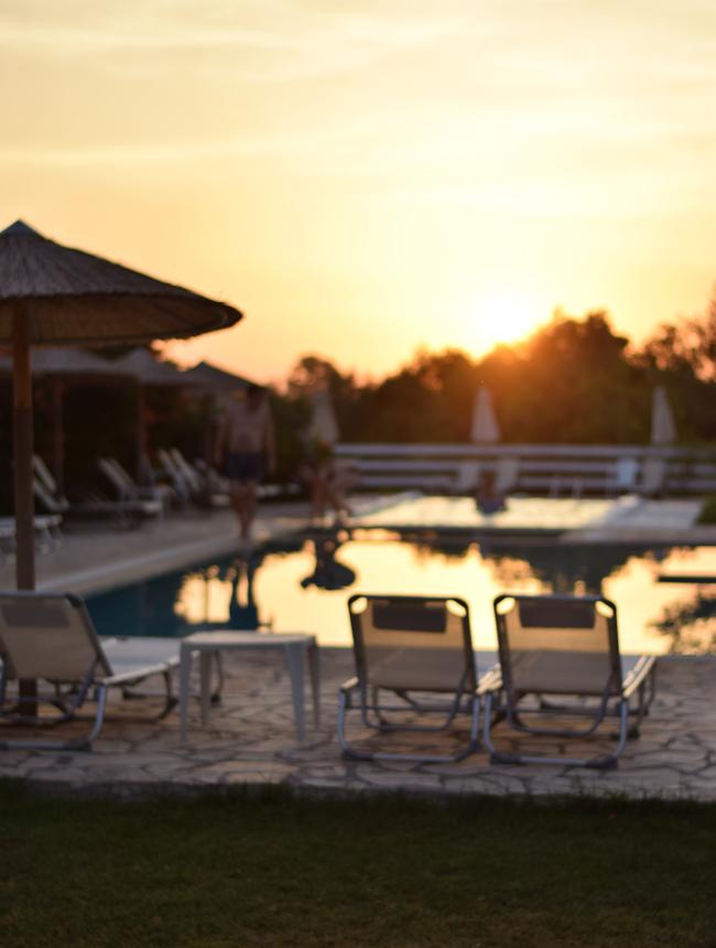 korfu-corfu-likithos-hotel-missjeanett-blogger-familieferie-apollorejser-solnedgang