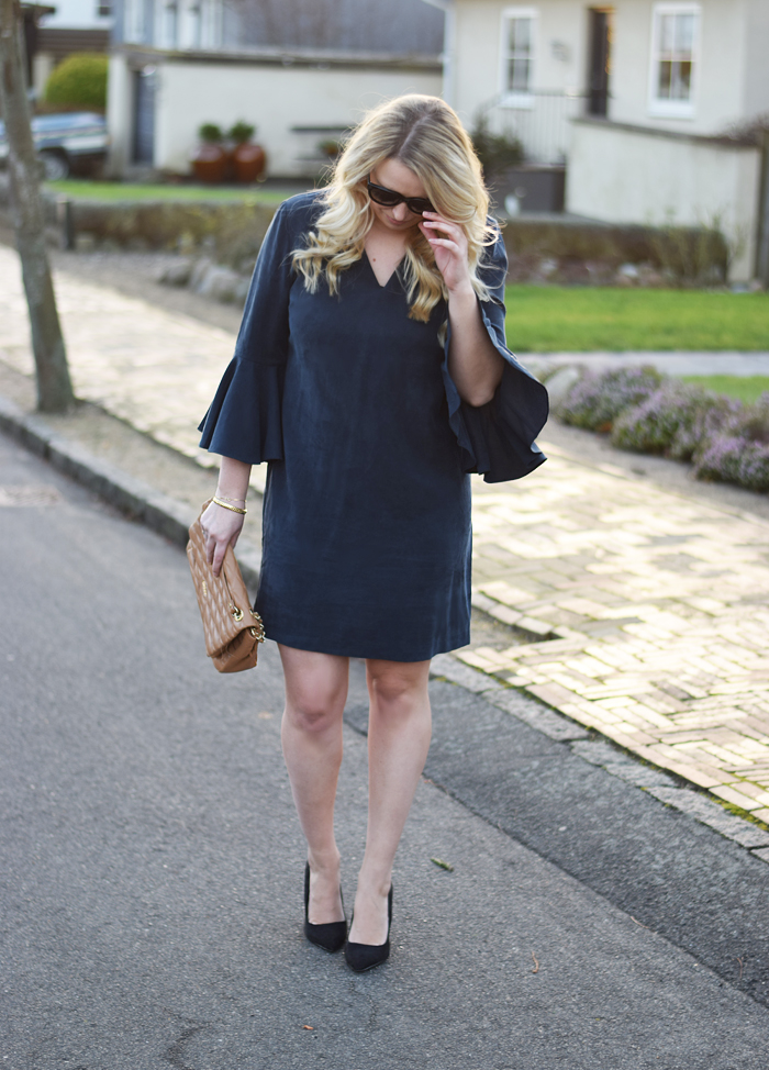 outfit-selected-femme-dress-with-big-sleeves-kjole-med-store-armer-navy-missjeanett-blogger-jeanette-jeanett-drevsfeldt-odensebloggers-celine-sunglasses-solbriller