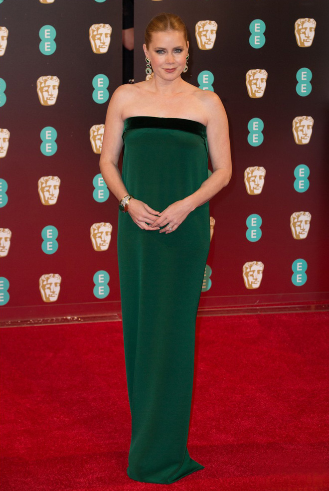 amy-adams-2017-baftas-arrival-worst-dressed-in-tom-ford