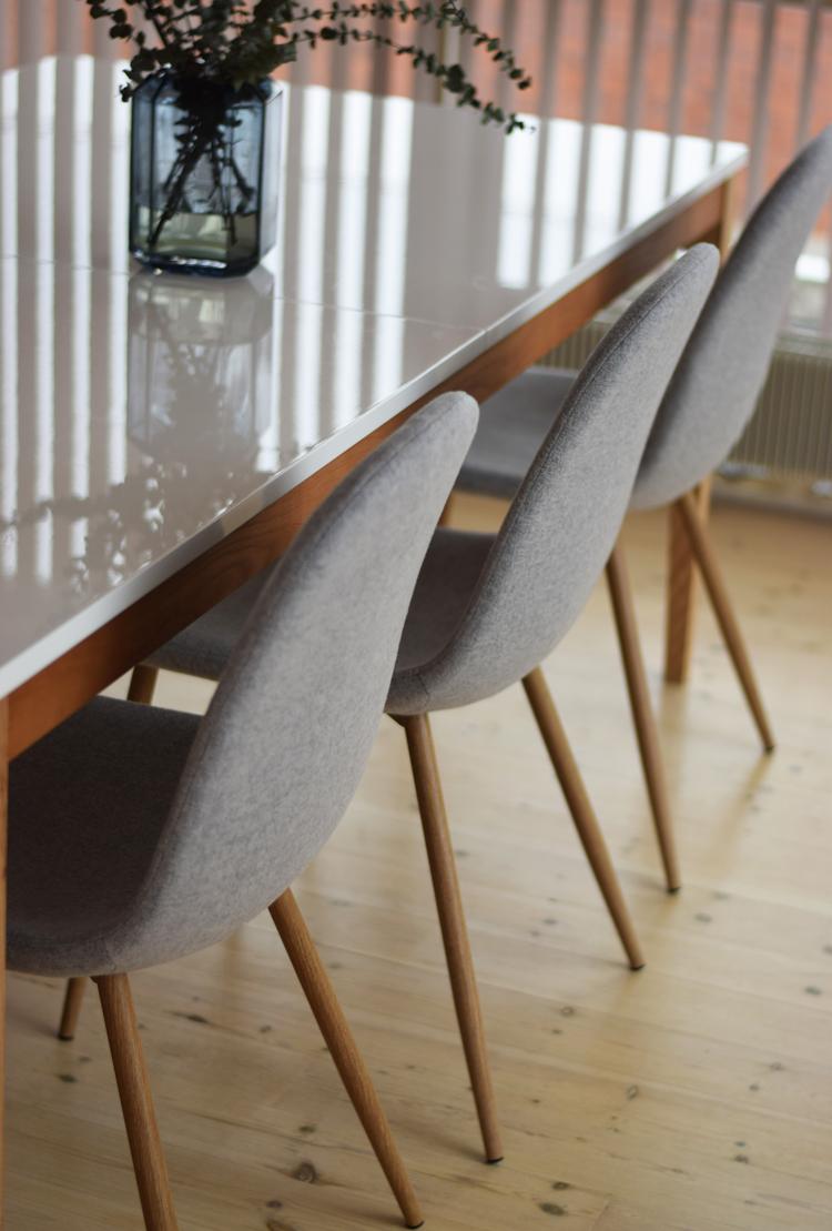 ellos-spisestuestole-grey-polstret-tra-wood-konkurrence-vind-gavekort-til-blogger-missjeanett-fra-odense-bolig-indretning