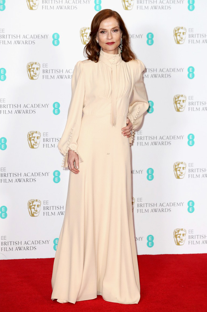 isabelle-huppert-in-chloe-baftas-2017-red-carpet-02
