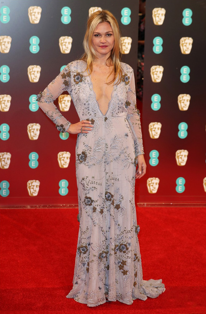 julia-stiles-baftas-2017-in-maria-korovilas-dress-best-dressed