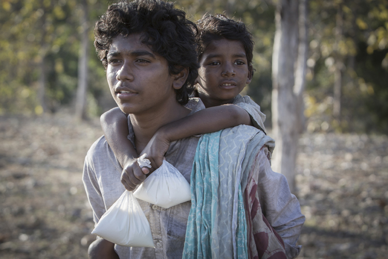 lion-movie-saroo-india-true-story-photos-brother-film-scanbox