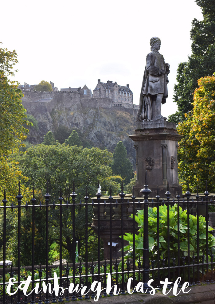 edinburgh-castle-view-missjeanett-blogger-guide-tips-scotland-skotland-tekst
