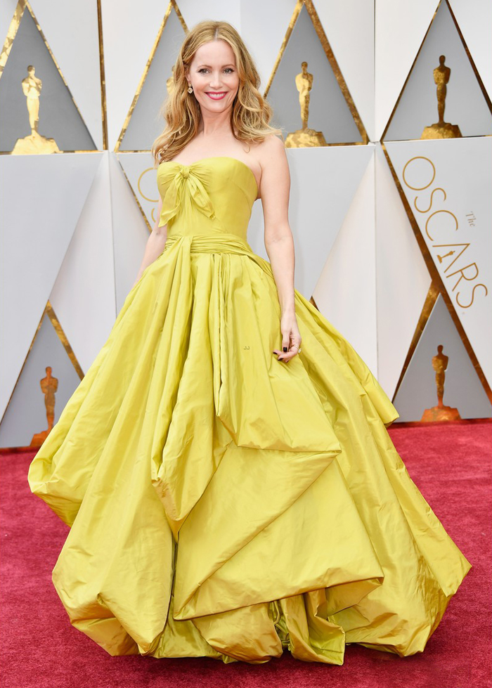 leslie-mann-2017-oscars-yellow-dress-worst-dressed