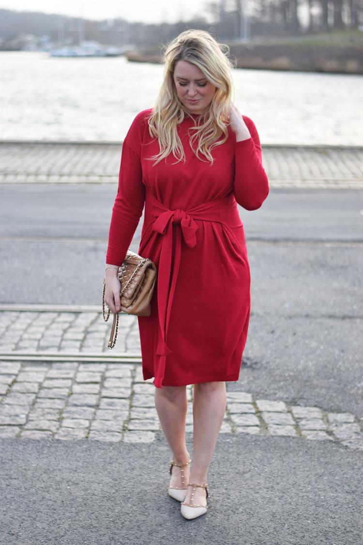 outfit-asos-roed-kjole-dress-red-knit-missjeanett-blogger-fra-odense-dune-sko-med-knitter-ala-valentino