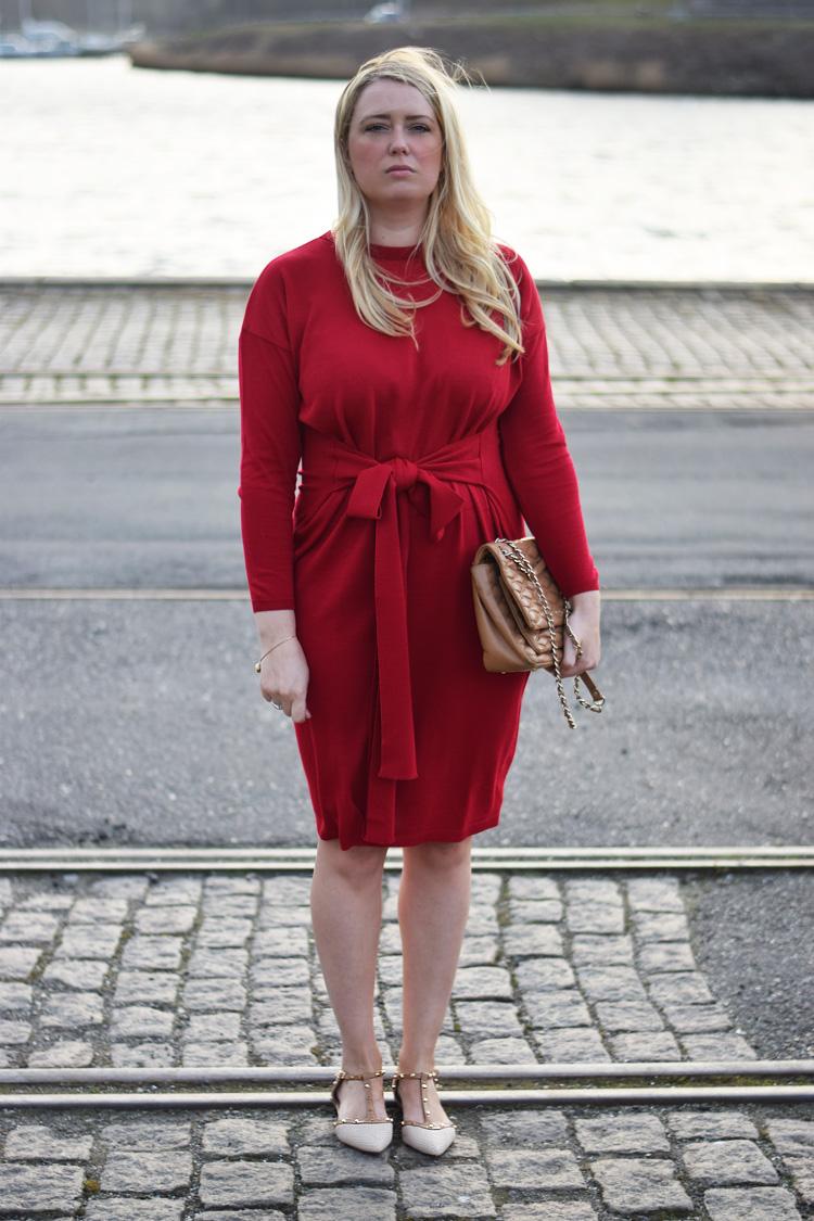 outfit-asos-roed-kjole-missjeanett-fra-odense-havn-strik-kjole-dkny-taske-dune-shoes-sko