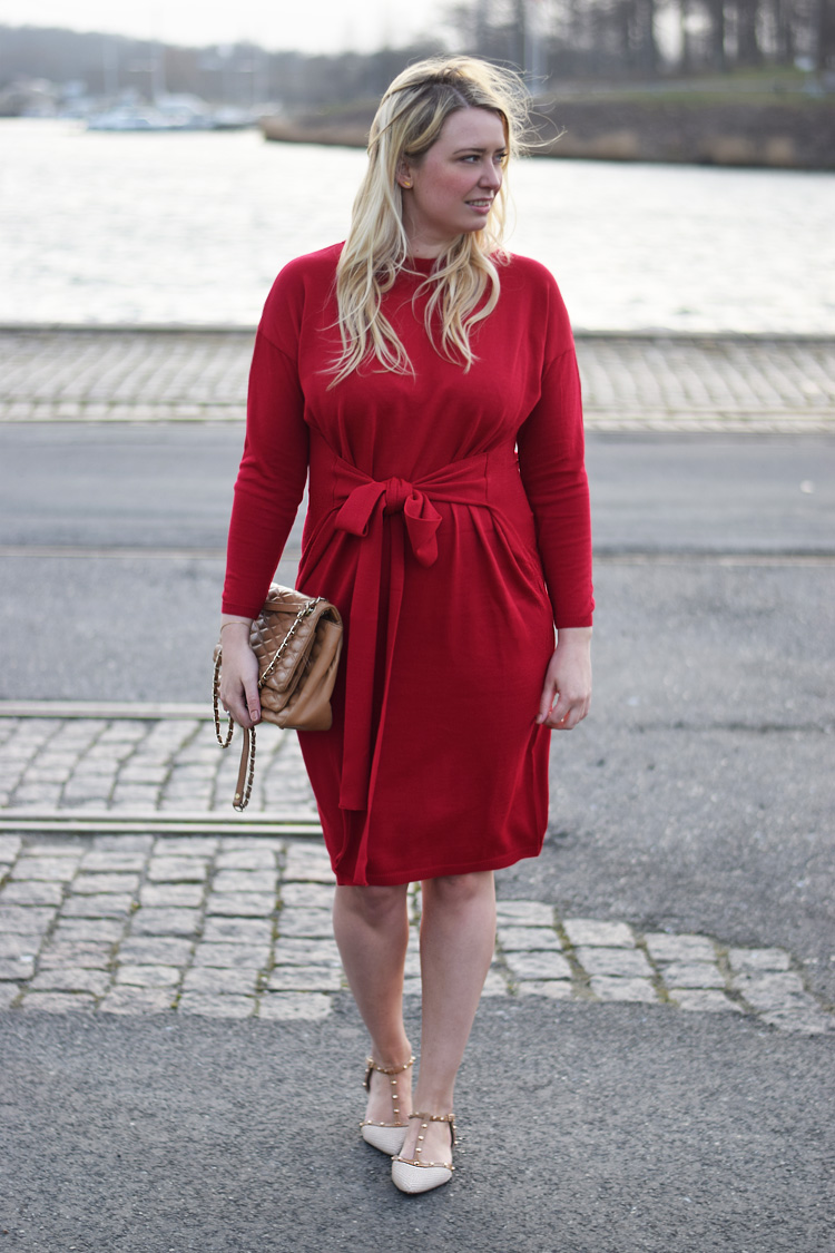 outfit-asos-roed-kjole-red-knit-dress-missjeanett-dkny-gansevoort-bag-blogger-fra-odense-dune-studded-flats-shoes
