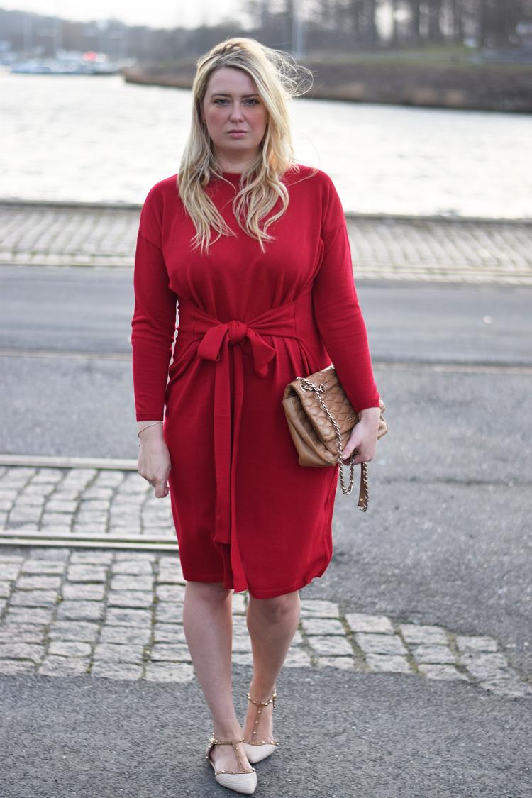 outfit-asos-roed-kjole-red-knit-dress-missjeanett-jeanett-drevsfeldt-blogger-fra-odense-havn-dune-sko