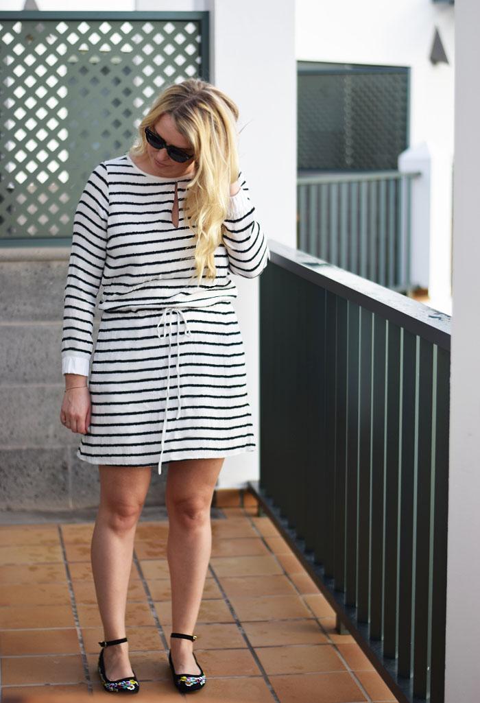outfit-fuerteventura-gestuz-kjole-med-striber-missjeanett-blogger-asos-sandals-sandaler-fra-odense