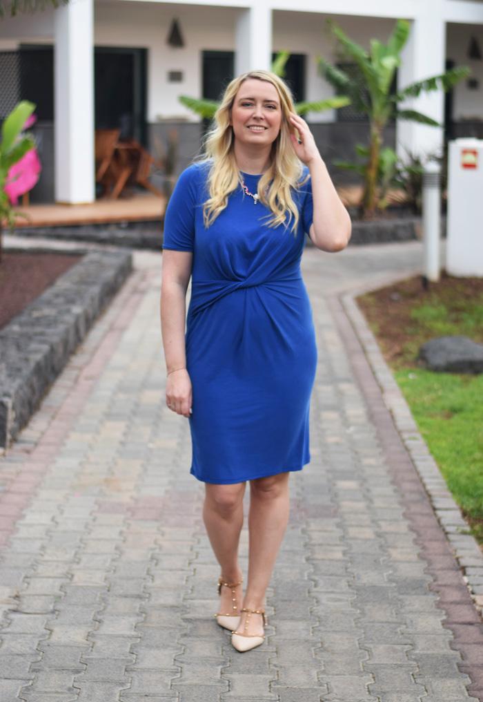 outfit-fuerteventura-selected-femme-blue-dress-bla-kjole-draperet-missjeanett-blogger-dune-flats-studded-las-marismas-hotel