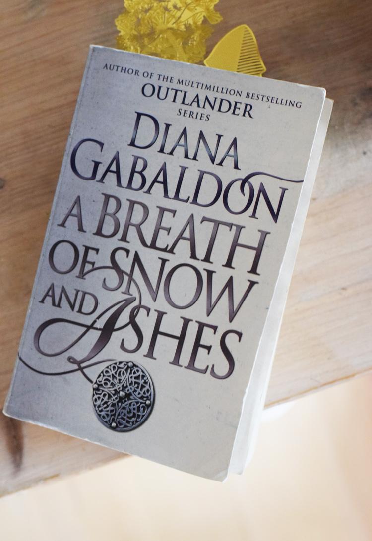 a-breath-of-snow-and-ashes-outlander-oversigt-liste-over-outlander-boeger-missjeanett-blogger-gyldendal