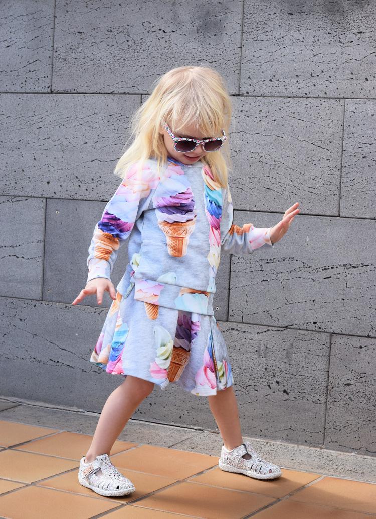 is-print-fra-molo-sweatshirt-nederdel-missjeanett-fuerteventura-blogger-moenster-saet