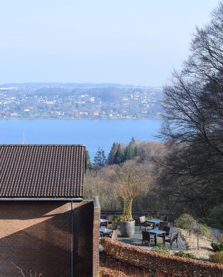 munkebjerg-hotel-i-vejle-fjord-ved-udsigt-tree-top-vaerelse-room-missjeanett-blogger-ophold-weekend
