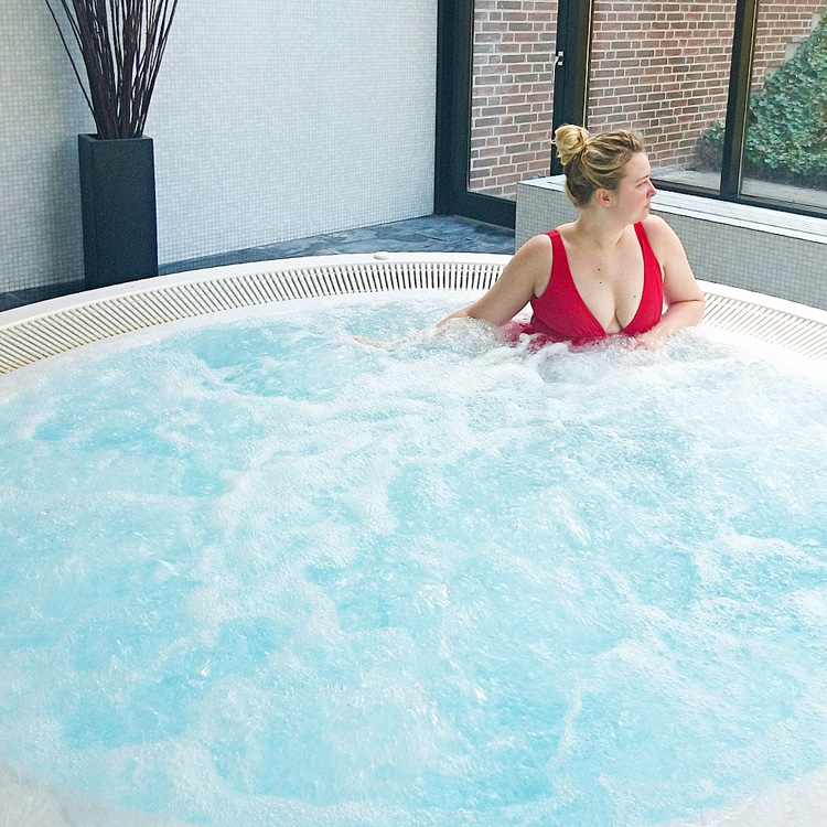 munkebjerg-hotel-i-vejle-spa-afdeling-boblebad-pool-missjeanett-blogger-munkebjergskov-min-weekend
