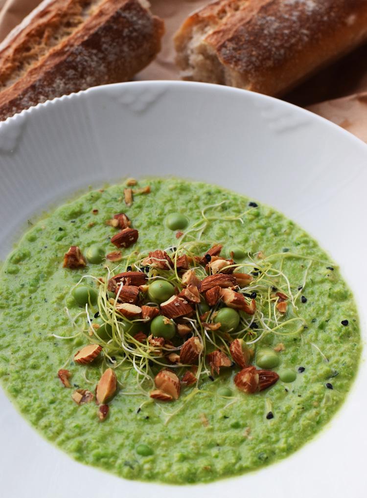 opskrift-aertesuppe-salte-mandler-hvidloegsspire-missjeanett-blogger-sund-nem-billig-pea-soup-recipe-reciepe