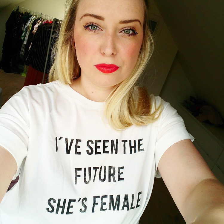 ive-seen-the-future-she-is-female-t-shirt-gina-tricot-missjeanett-girl-power-statement-melanie-c-koncert-odeon-odense