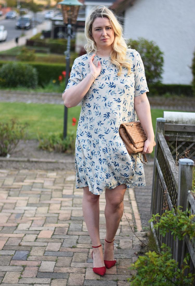 outfit-yas-billig-kjole-drop-waist-paa-asos-missjeanett-blogger-odensebloggers-fra-odense-mitodense-dkny-gansevoort-bag-brown